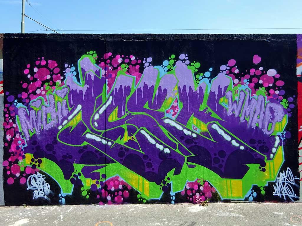 Osen-Graffiti bei der Hall of Fame in Frankfurt