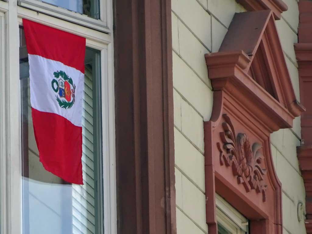 Fußball WM 2018 - Peru-Flagge in Frankfurt