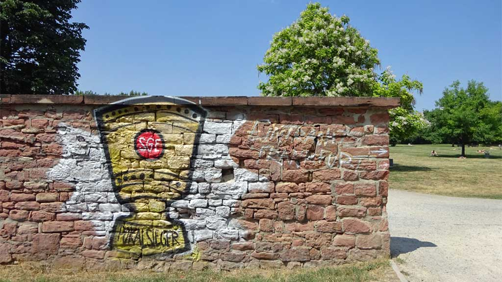 DFB-Pokal-Abbild als Graffiti in Frankfurt