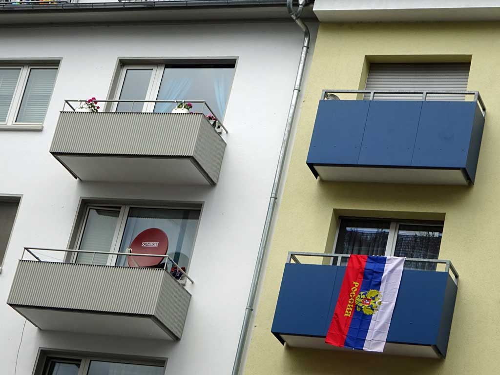 Fußball WM 2018 - Russland-Flagge in Frankfurt