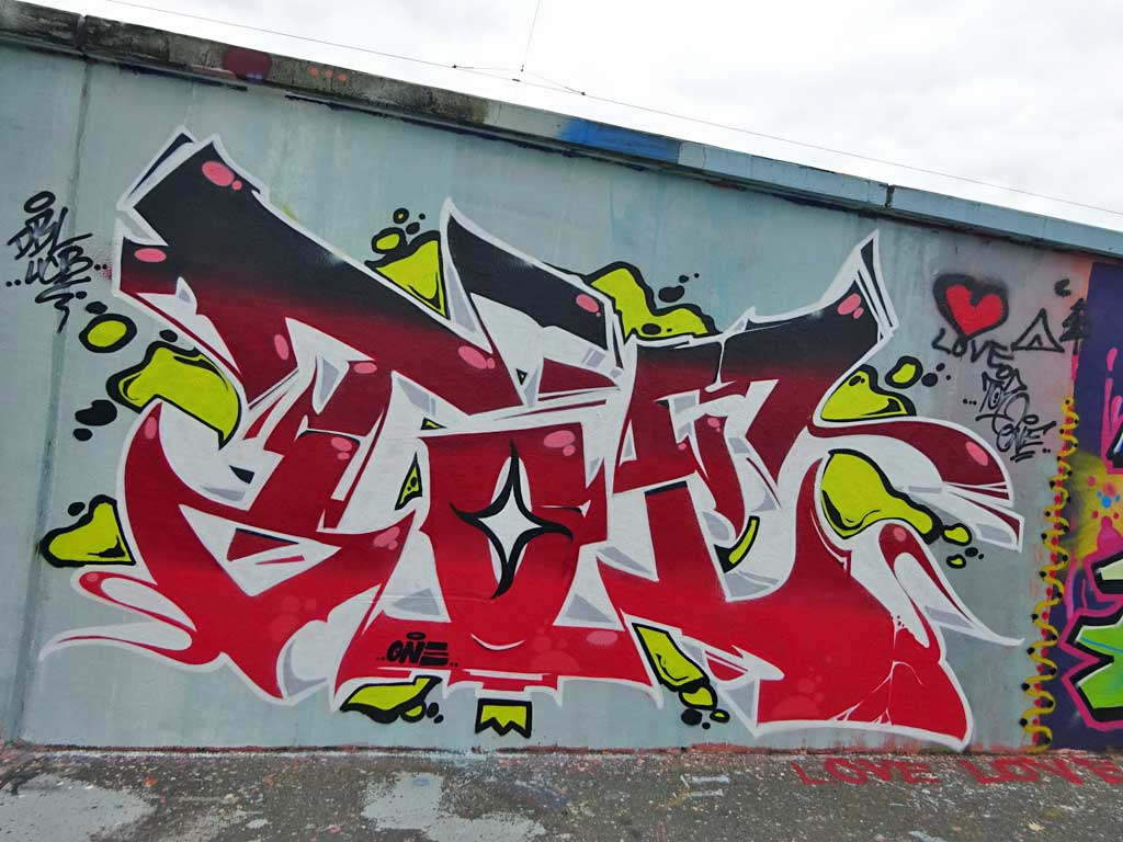 Toe-Graffiti bei der Hall of Fame in Frankfurt