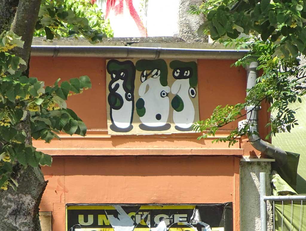Streetart Frankfurt - Pappe mit Gesichtern