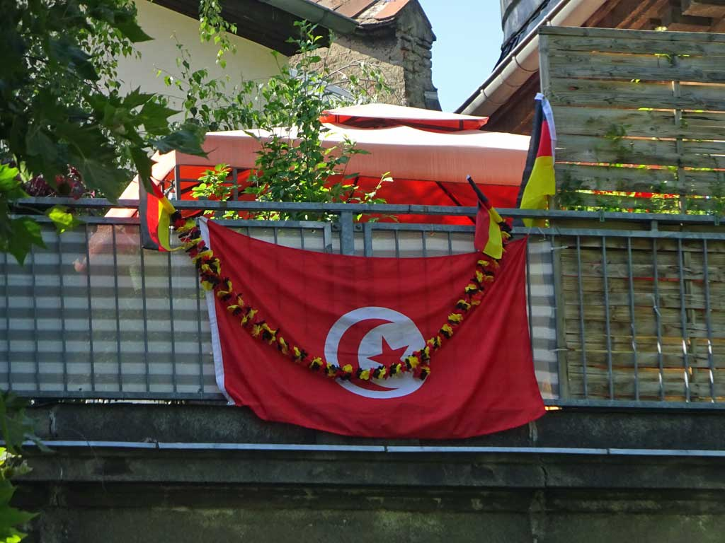 Fußball WM 2018 - Tunesien-Flagge in Frankfurt
