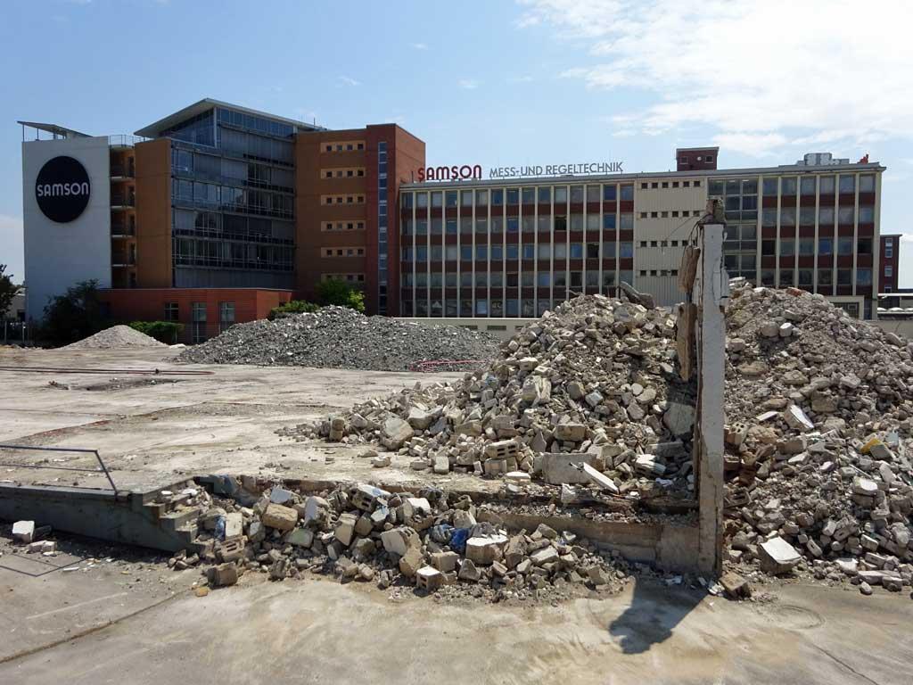 Abbrucharbeiten Audi Zentrum Frankfurt Ost