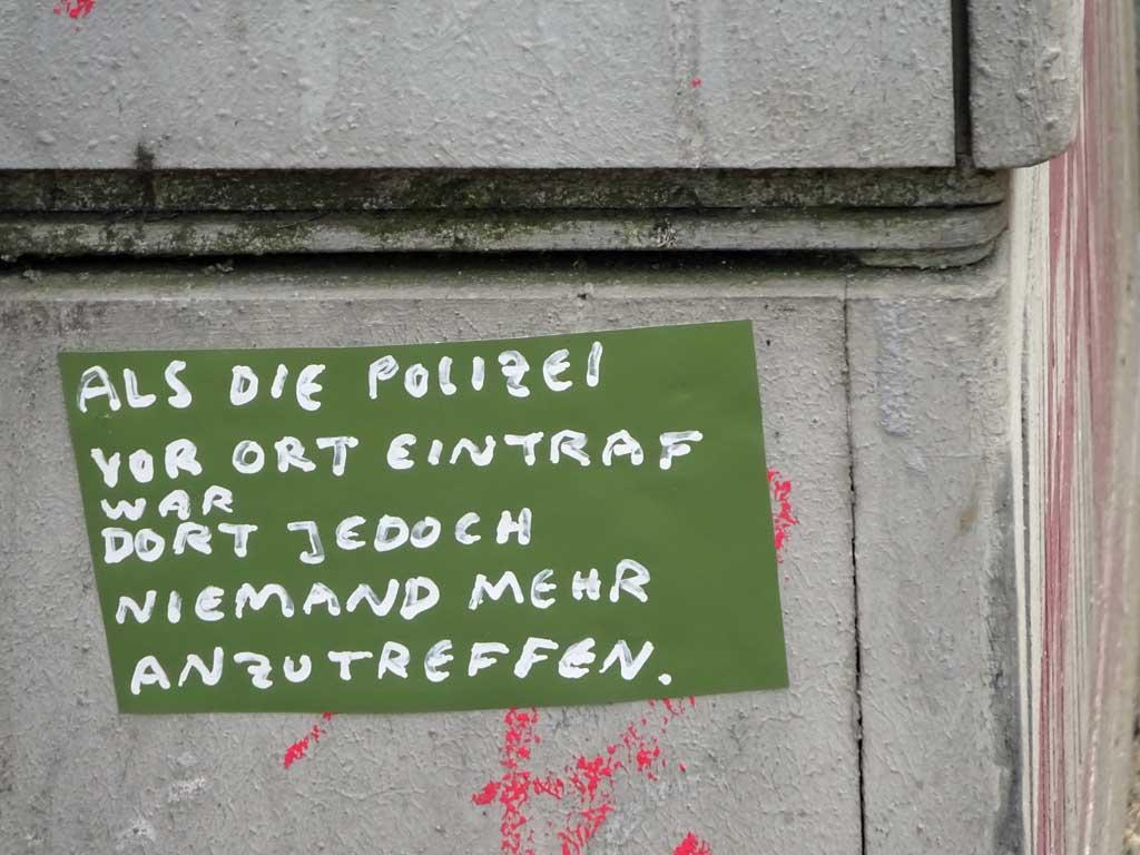 Straßen-Aufkleber in Frankfurt - Als die Polizei vor Ort eintraf