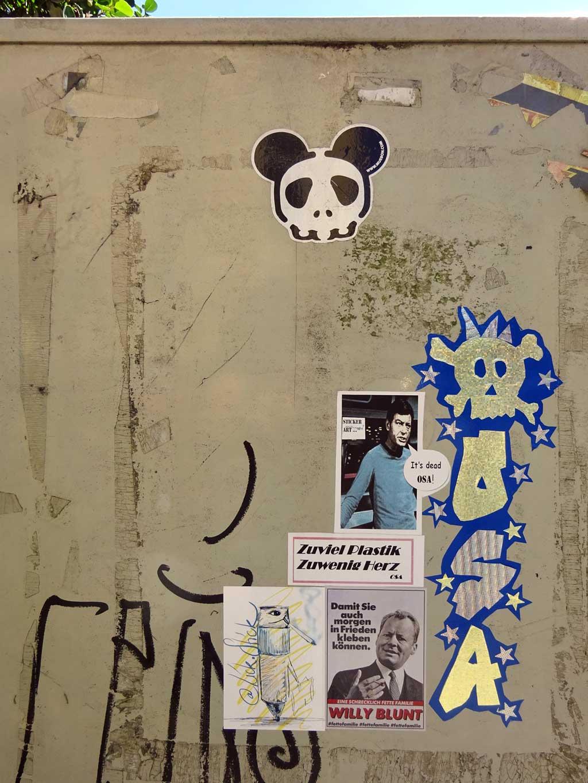Aufkleber in Frankfurt - Willy Blunt