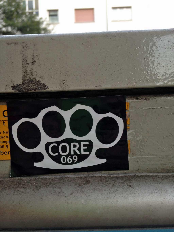 Aufkleber in Frankfurt - Core 069