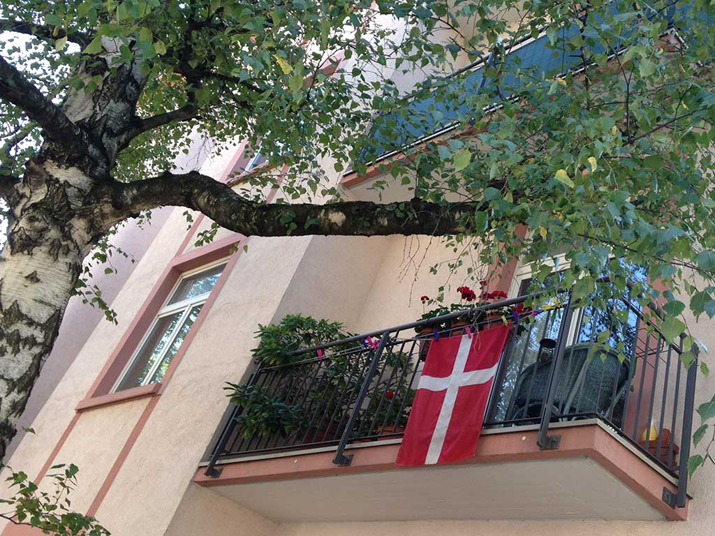 Fußball WM 2018 - Dänemark-Flagge in Frankfurt
