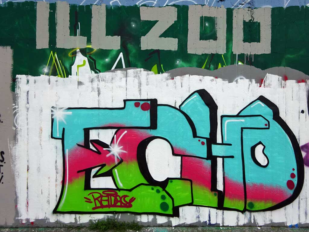 Echo-Graffiti bei der Hall of Fame in Frankfurt