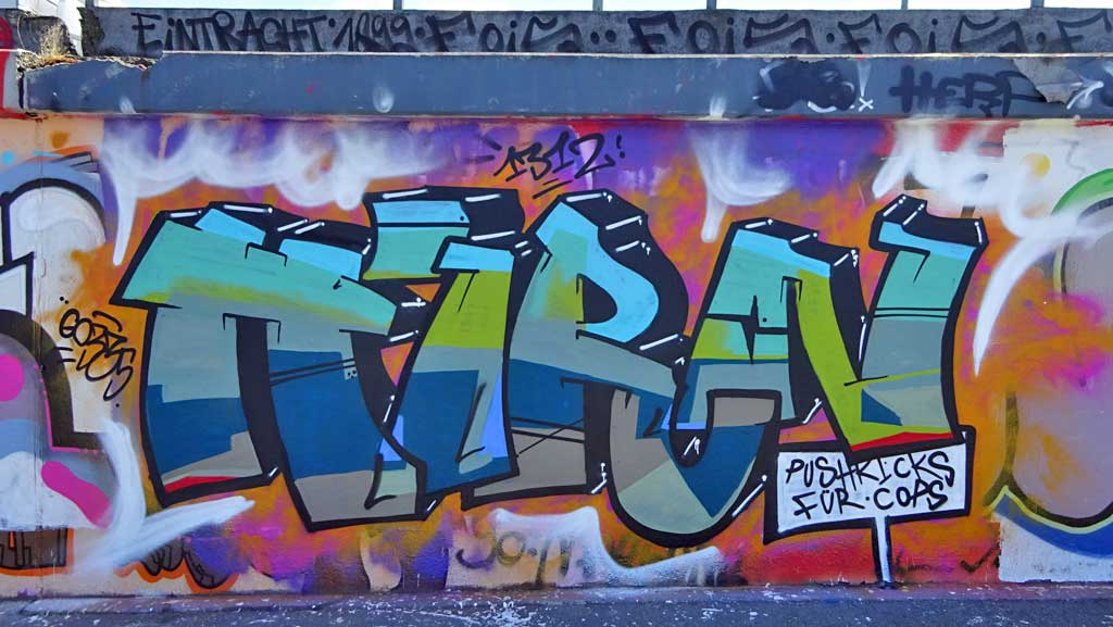 Hirn-Graffiti bei der Hall of Fame in Frankfurt