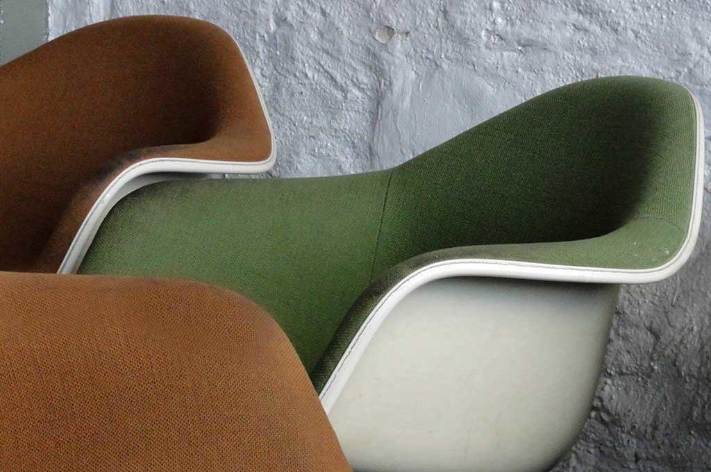 Formschöne Sitzgelegenheiten im Hafen 2