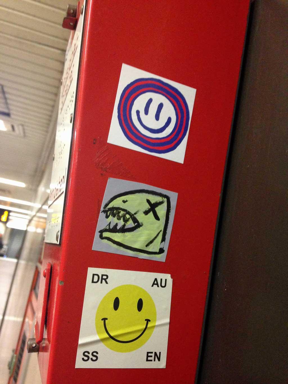 Aufkleber in Frankfurt - Smiley DR AU SS EN