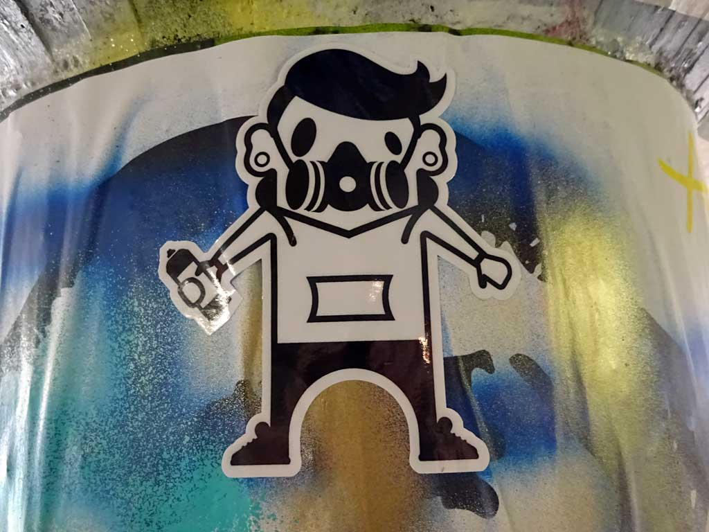 Straßen-Aufkleber in Frankfurt - Spray-Painter