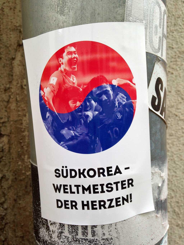 Straßen-Aufkleber in Frankfurt - Südkorea Weltmeister der Herzen