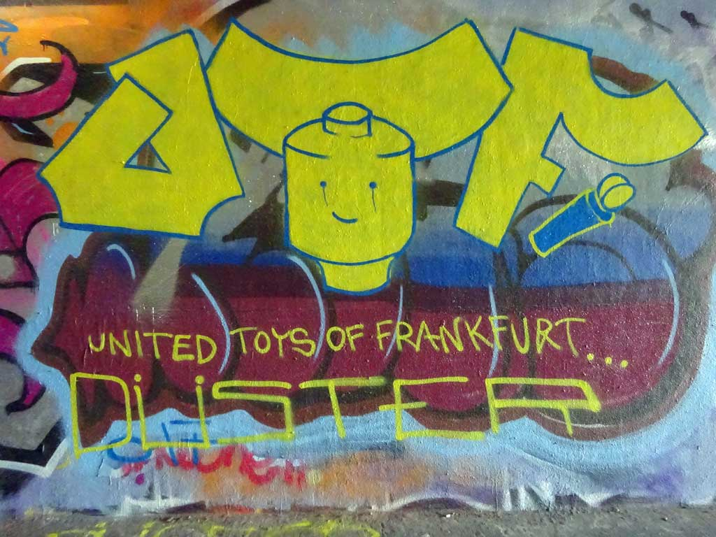 UTF-Graffiti bei der Hall of Fame in Frankfurt