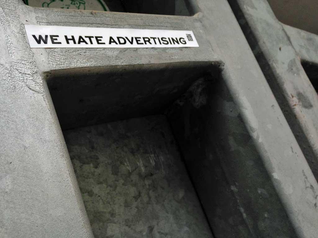 Aufkleber in Frankfurt - We hate Advertising