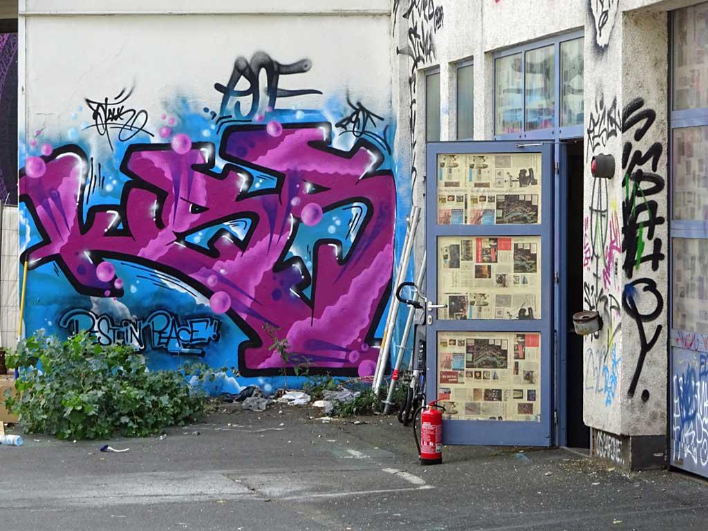 Graffiti beim Blend Festival zu Ehren Kiss The 81