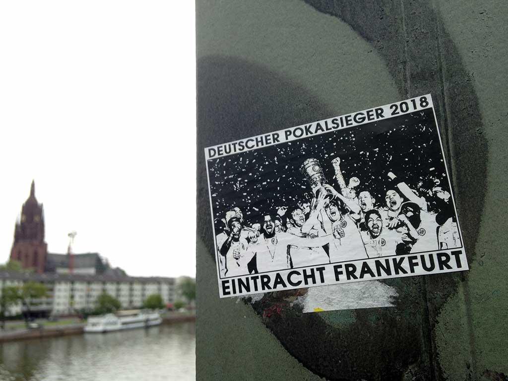s/w-Aufkleber Eintracht Frankfurt - Deutscher Pokalsieger 2018
