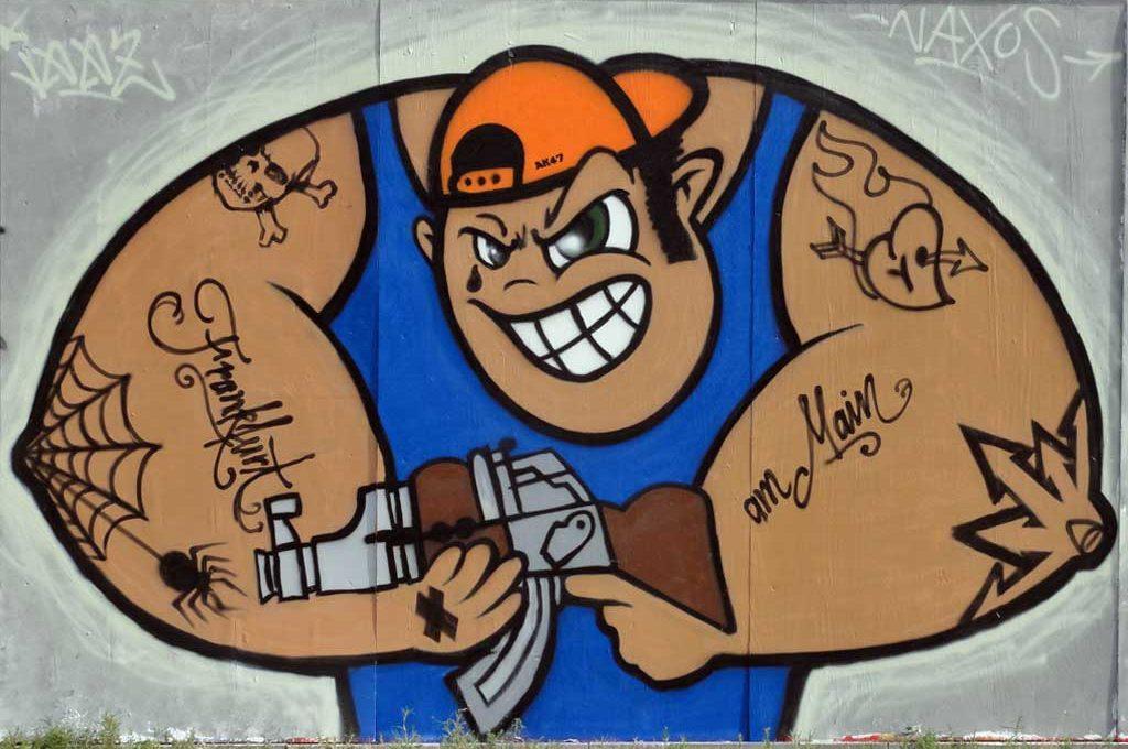 Dude mit AK47 und Frankfurt-Tattoo