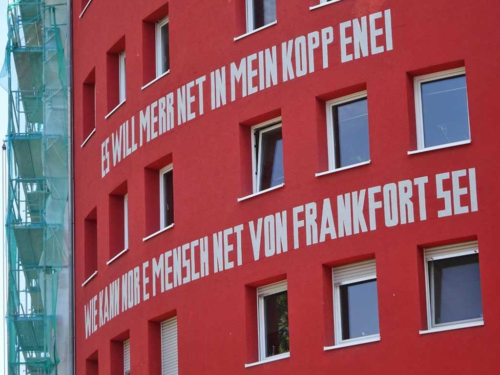 Haus in Frankfurt mit Spruch Es will merr net in mein Kopp enei