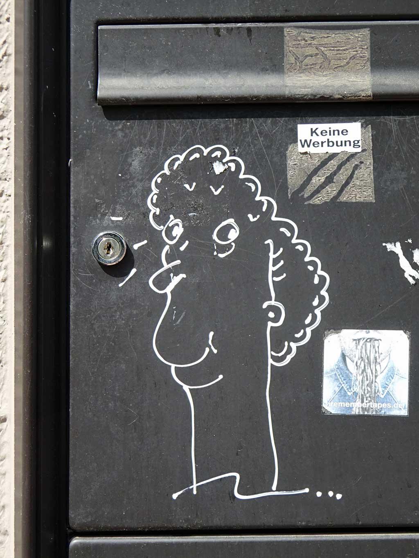 Street-Art in Frankfurt mit Gesichtern auf Briefkästen