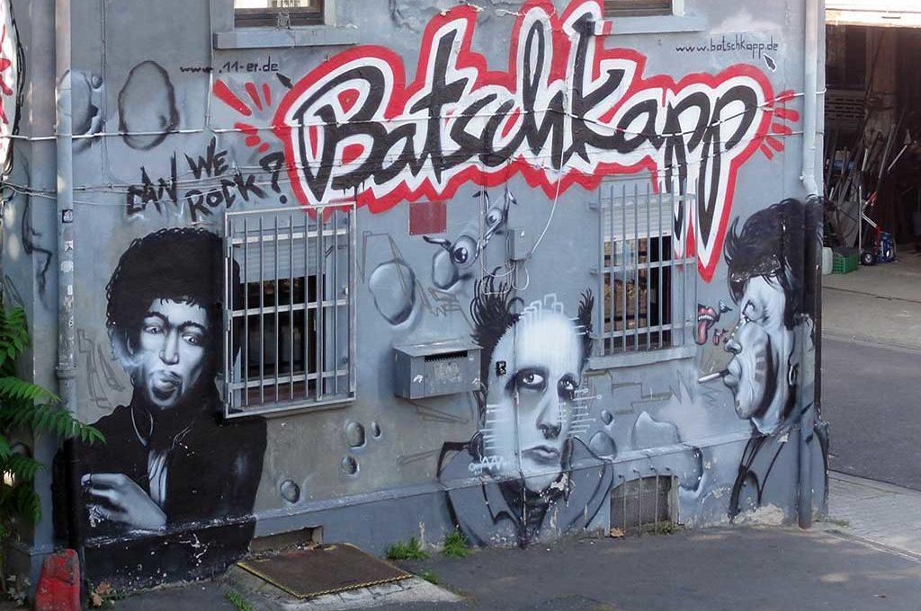 Pop-Großen als Graffiti an der Fassade der Batschkapp