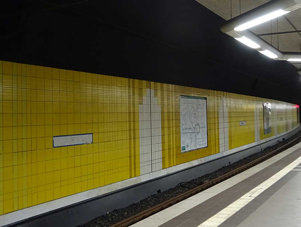 Graffiti in Frankfurt - Buff in S-Bahn-Station Mühlberg