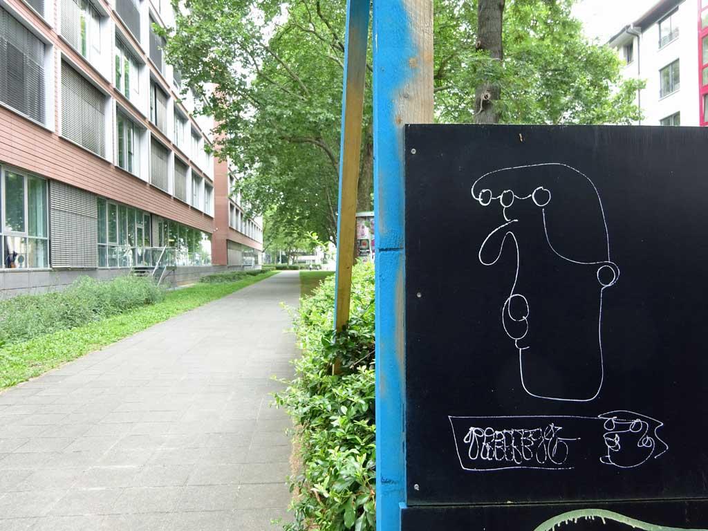 Street-Art in Frankfurt mit Skizzen von Gesichtern