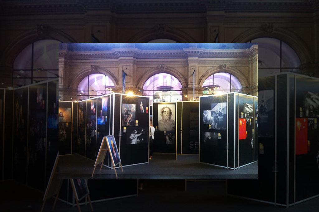 """Ausstellung """"On Stage"""" im Hauptbahnhof"""