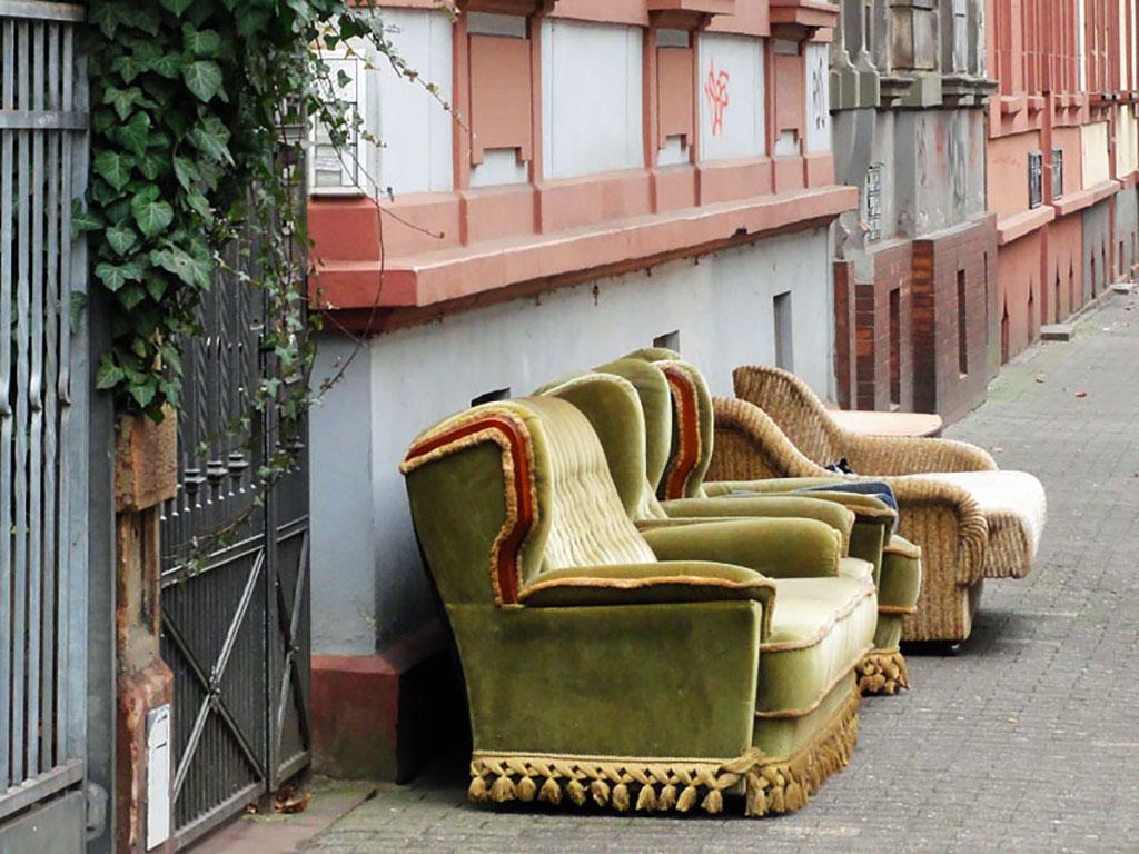 Sessel auf dem Bürgerstreig in Frankfuzrt