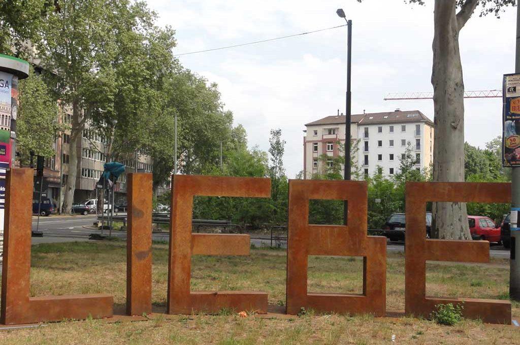Public Art in Frankfurt - LIEBE-Skulptur