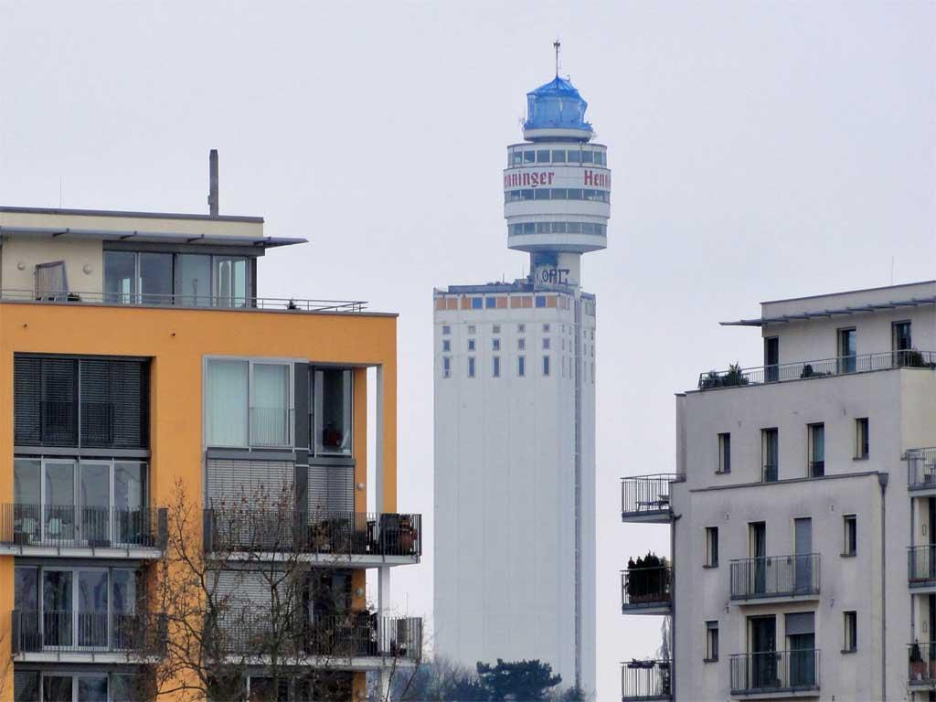 Beginn der Abbrucharbeiten am Henninger Turm