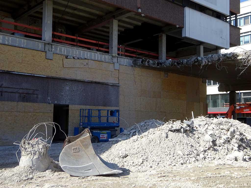 Abbrucharbeiten beim City-Center am Marktplatz in Offenbach
