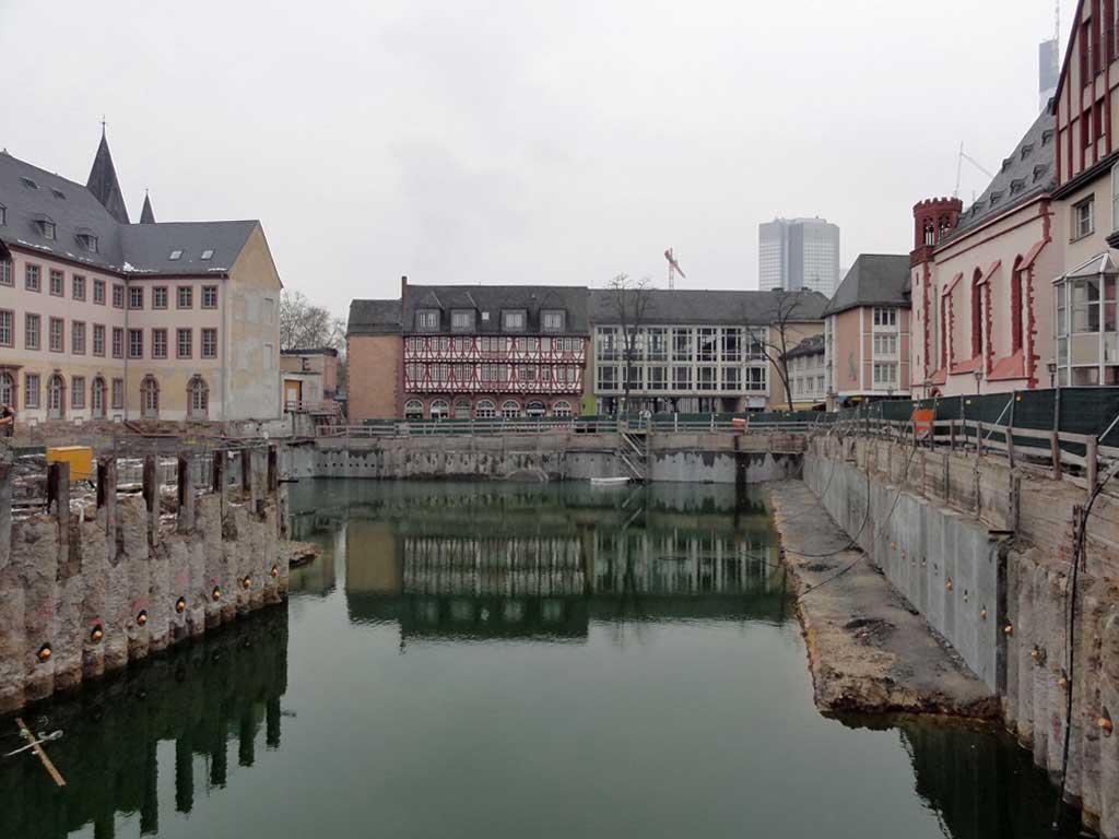Baugrube beim Neubau des Historischen Museums in Frankfurt
