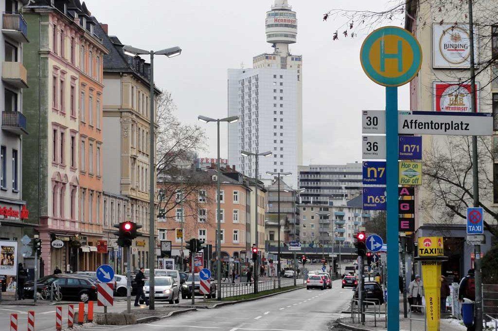Affentorplatz in Sachsenhausen mit altem Henninger Turm