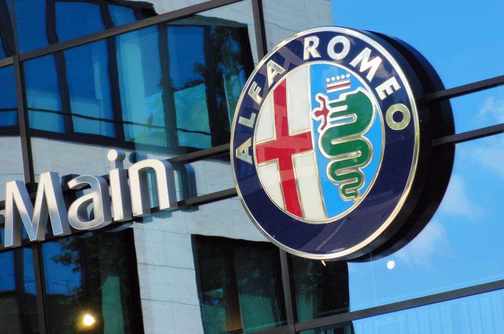 Alfa Romeo Logo an der Geschäftsstelle in FRankfurt