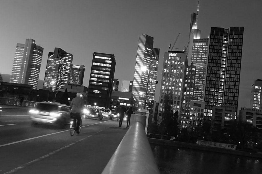 schwarz-weiss-fotografie frankfurt skyline