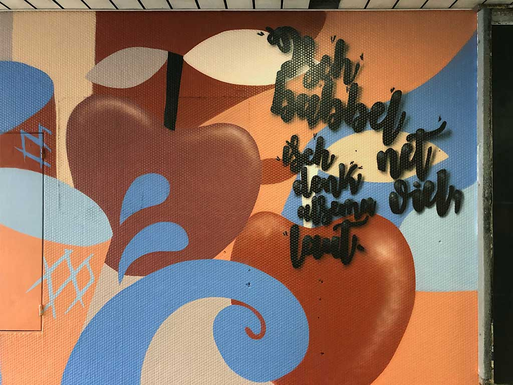 Apfelweinkultur-Urban-Art in der S-Bahn-Station Lokalbahnhof