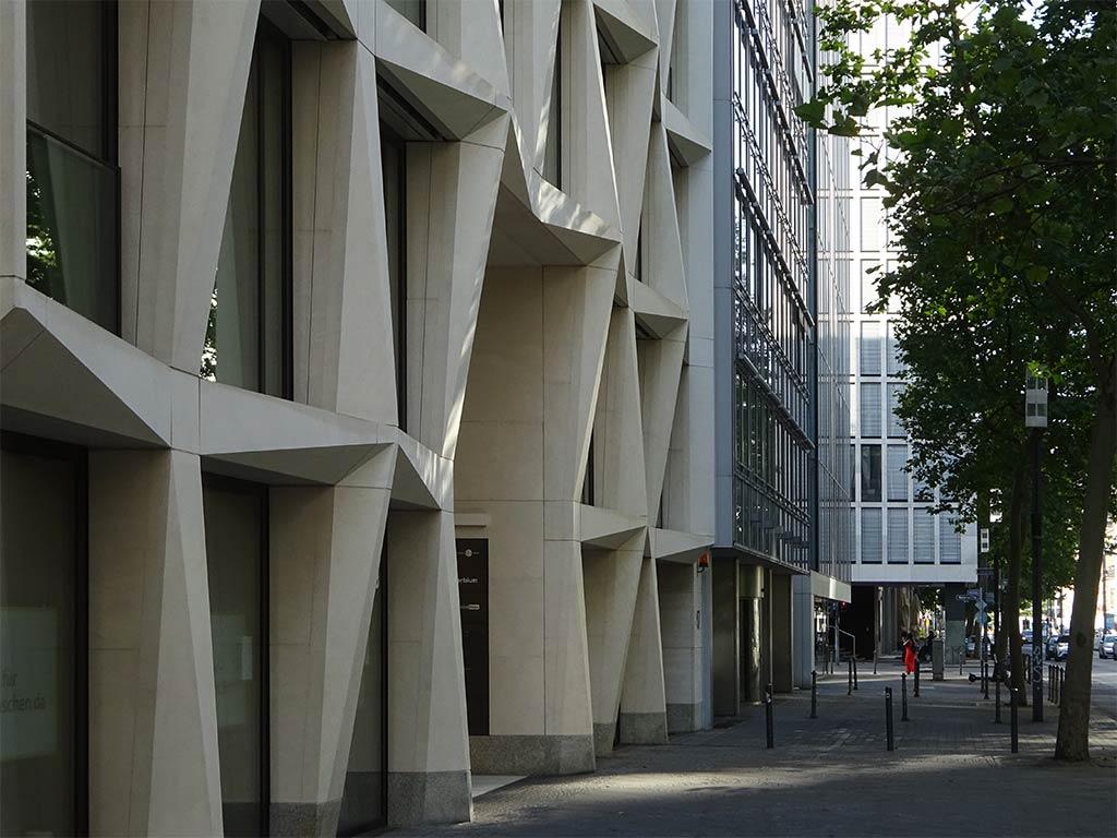 Auffällige Fassade in der Mainzer Landstraße