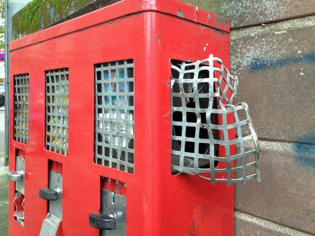 Aufgebrochener Kaugummiautomat