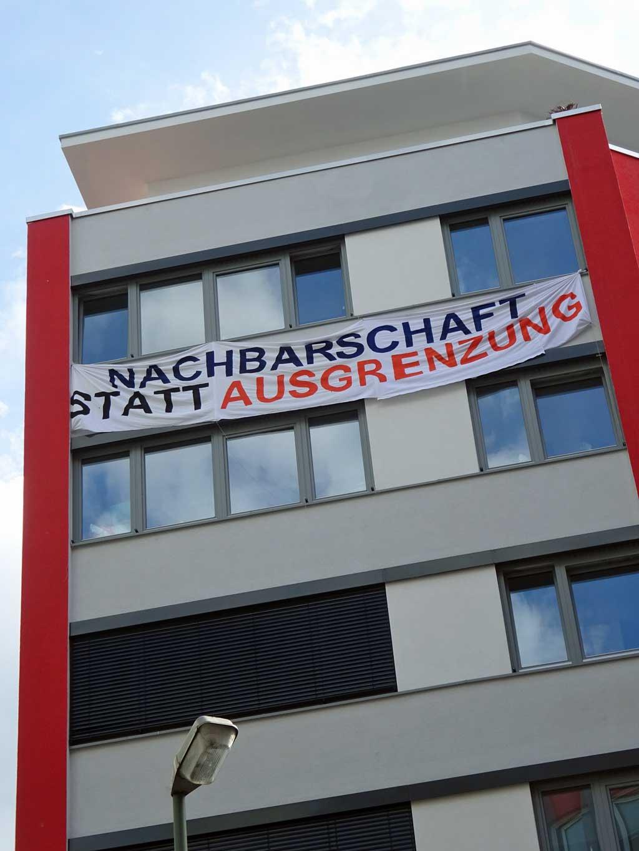 Stop Racial Profiling! - Open Ports, Open Cities - Banner zur Bahnhofsviertelnacht in Frankfurt