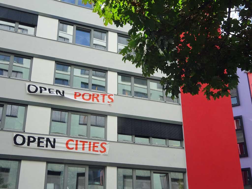 Open Ports, Open Cities - Banner zur Bahnhofsviertelnacht in Frankfurt