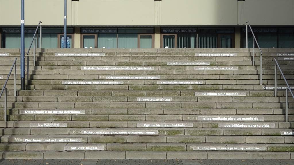 Beschriftete Treppen bei der VHF Offenbach