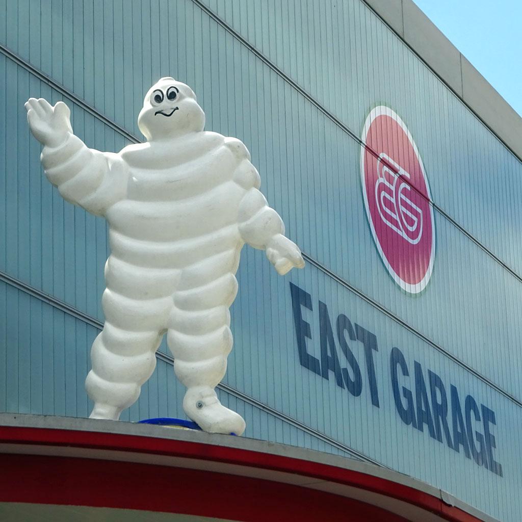 Bibendum Michelinmann ei der East Garage in Frankfurt