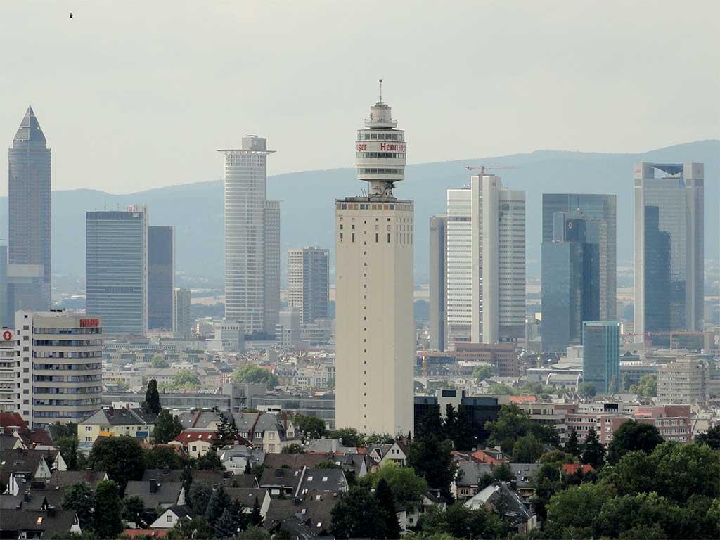 Blick vom alten Goetheturm auf den alten Henninger Turm