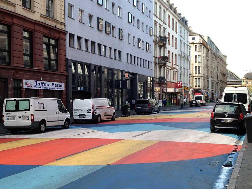 Bodenmalerei im Bahnhofsviertel in Frankfurt