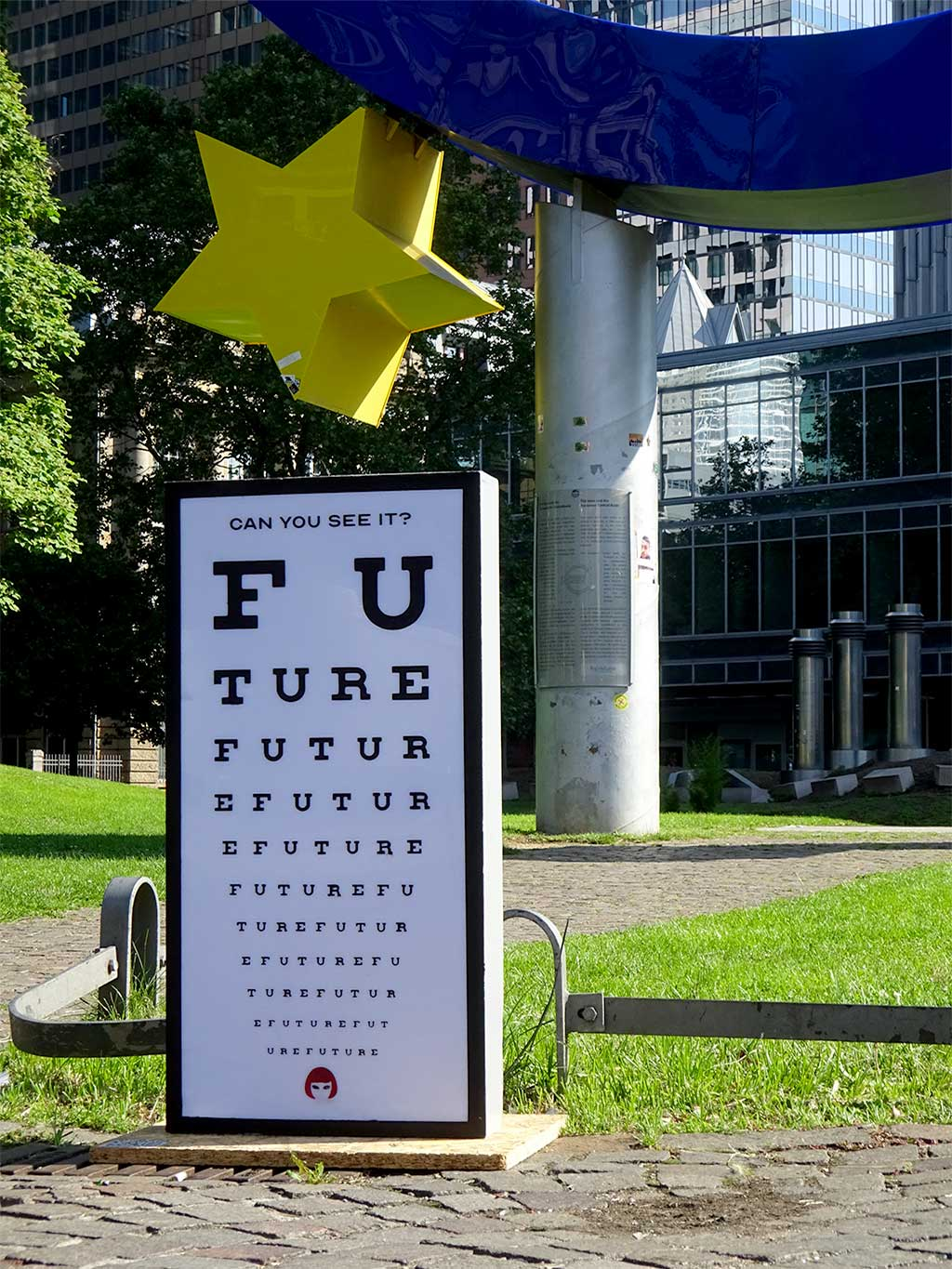 Can you see it? Future - Display am Willy-Brandt-Platz in Frankfurt