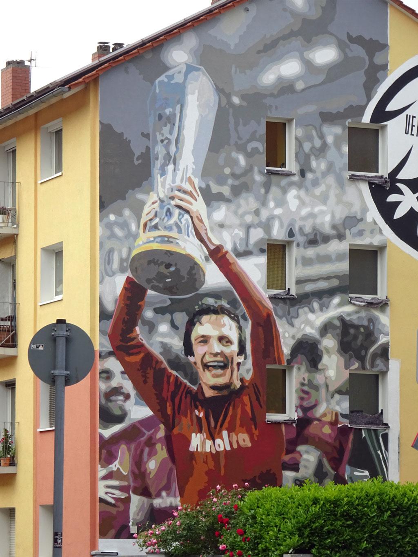 Graffiti in Frankfurt - Charly Körbel mit UEFA-Cup