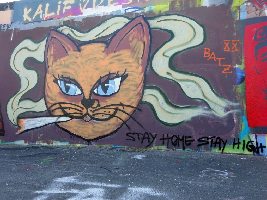 Corona-Graffiti - Stay home, stay high