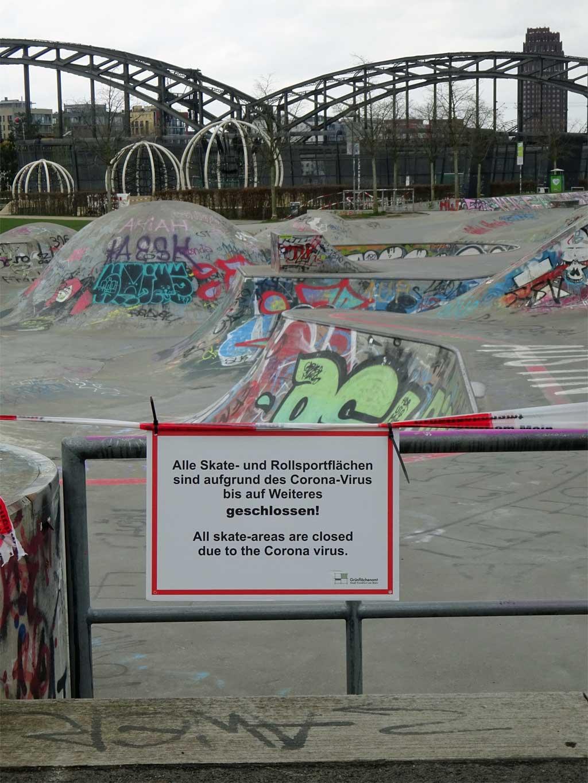 Corona in Frankfurt - Abgesperrter Skatepark